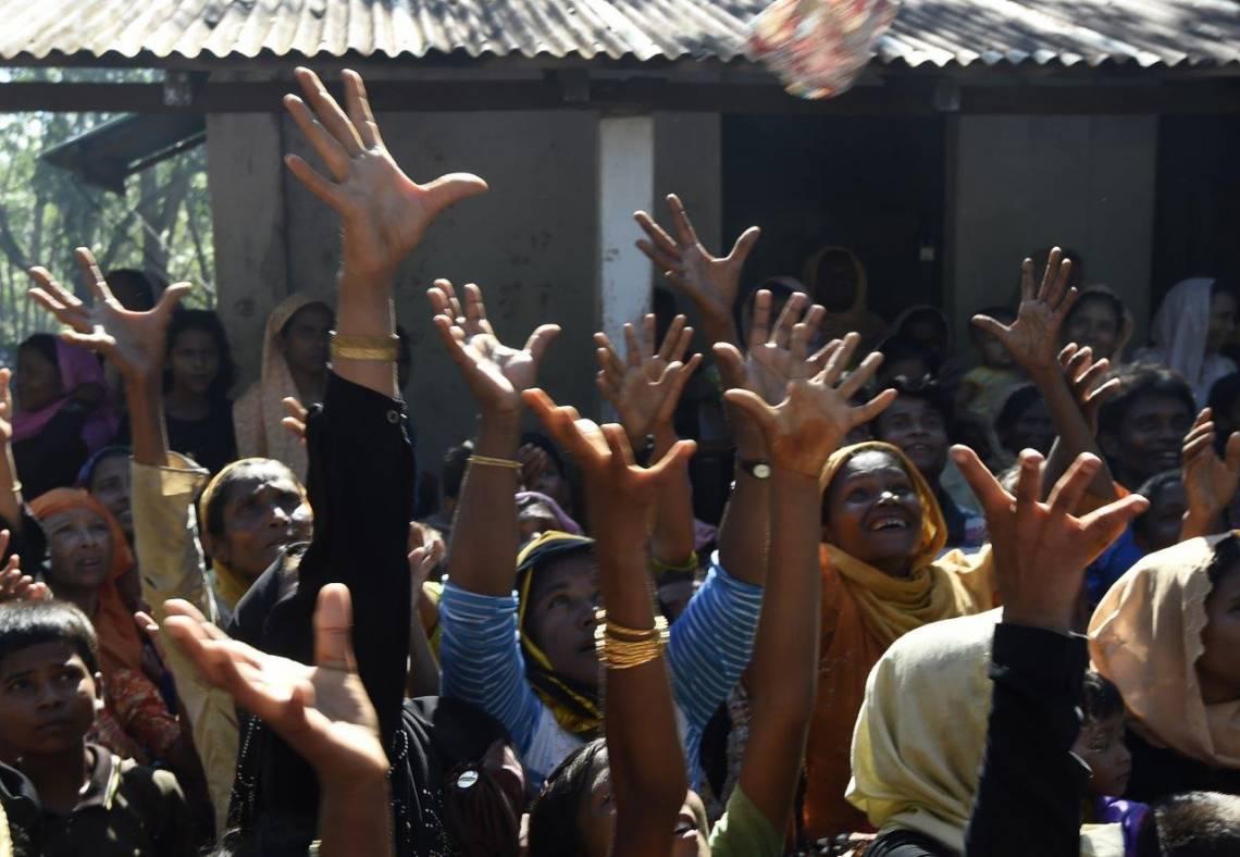 Des réfugiés Rohingya en provenance du Myanmar, dans un camp au Bangladesh le 15 septembre 2017.