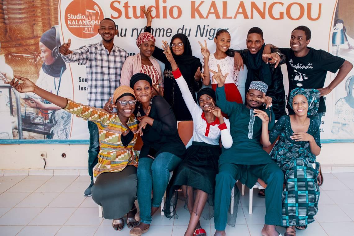 Une partie de la rédaction de Studio Kalangou au Niger, et notamment de l'équipe en charge des nouvelles émissions jeunes.