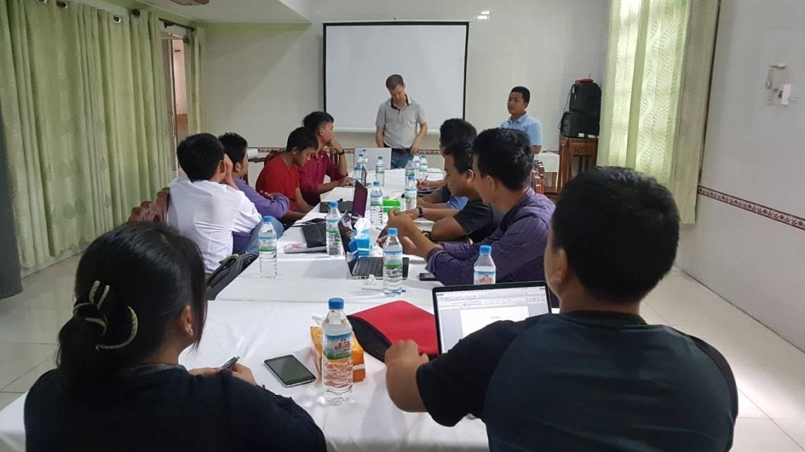 Des journalistes de l'Etat Chin et les formateurs de la Fondation Hirondelle lors de la session de formation à Kale.