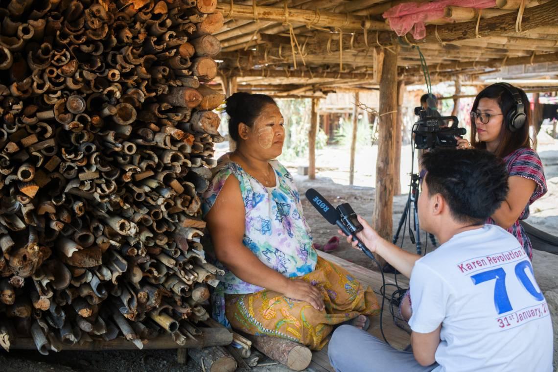Journalistes de médias birmans partenaires de la Fondation Hirondelle en reportages dans l'Etat de Kayin au Myanmar