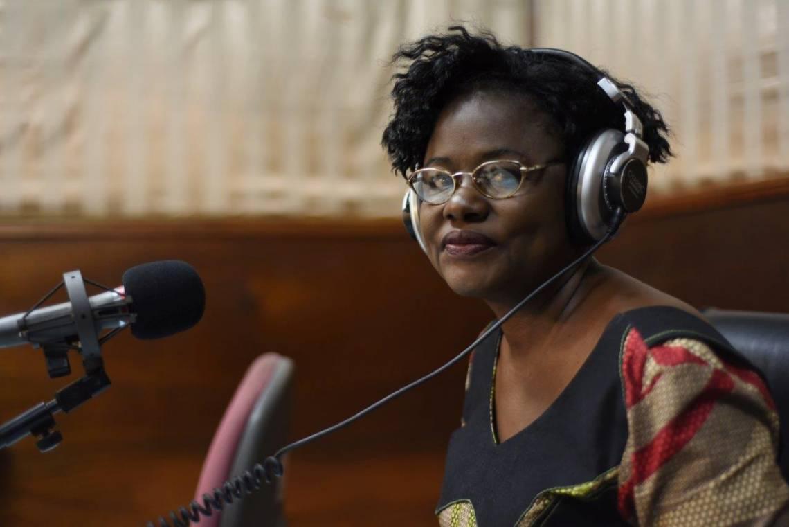 Une journaliste de la Radio Télévision du Burkina, en studio à Ouagadougou.
