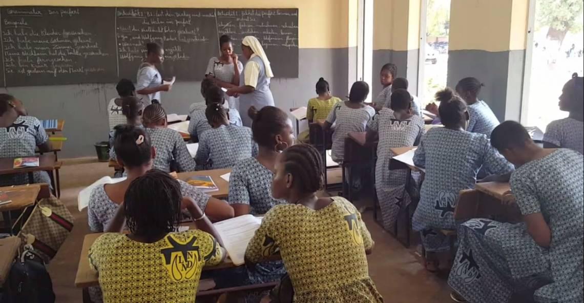 Une salle de classe de l'ecole Notre Dame du Niger à Bamako.
