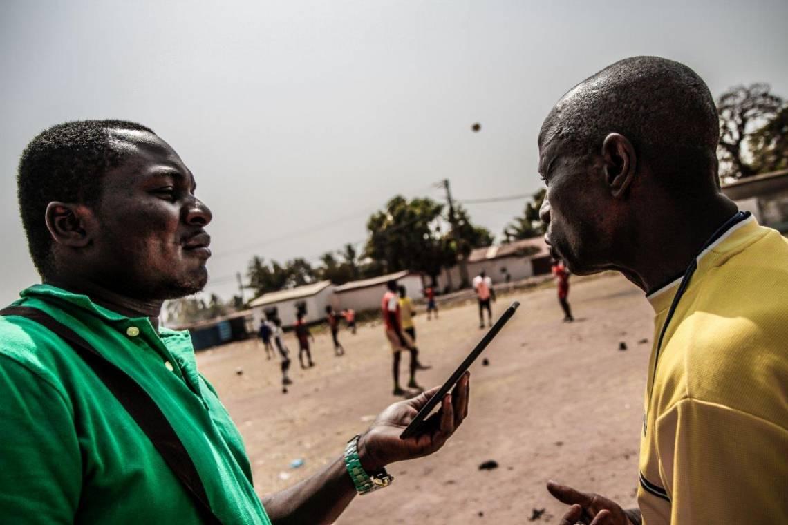 Un journaliste de Radio Ndeke Luka en reportage à Bangui.