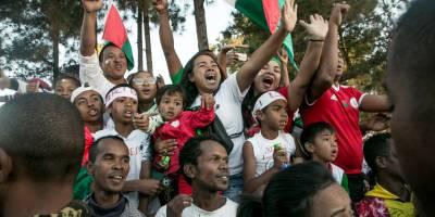 Appel à candidatures pour les radios partenaires de Radio Sifaka à Madagascar