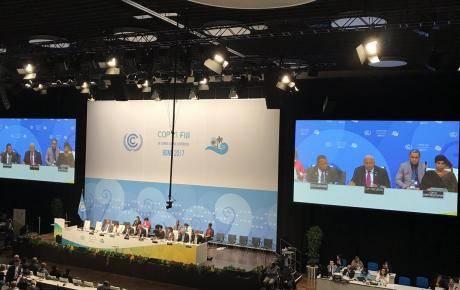 Pendant une séance plénière à la COP23 à Bonn.