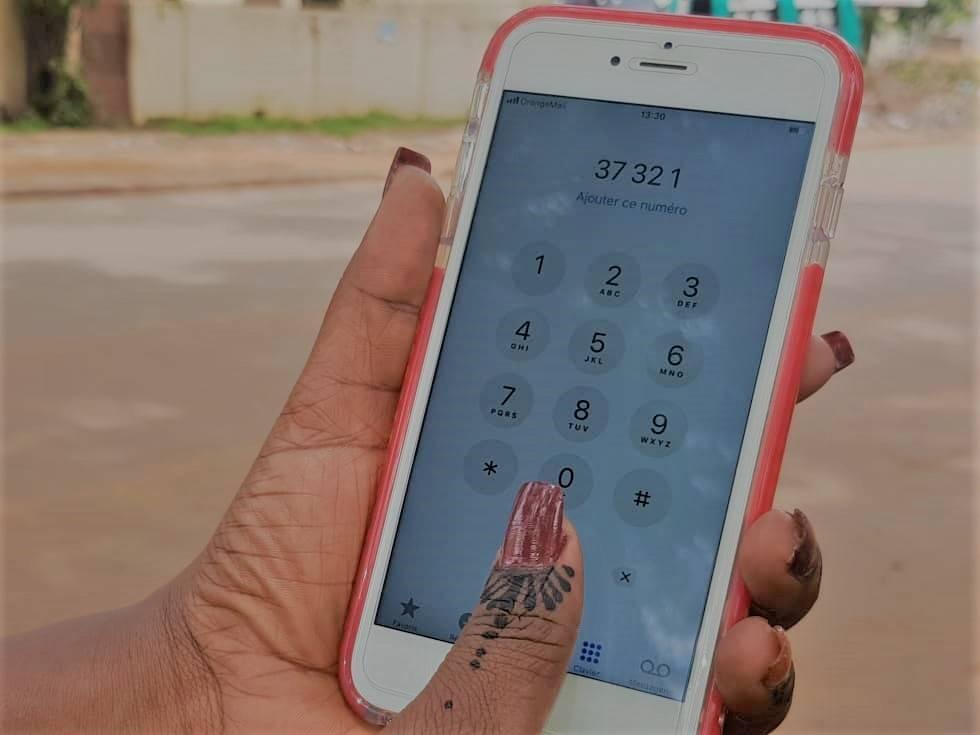 Les programmes de Studio Tamani au Mali peuvent être écoutés gratuitement par téléphone au numéro « 321 » créé par la société Viamo avec l'opérateur Orange.